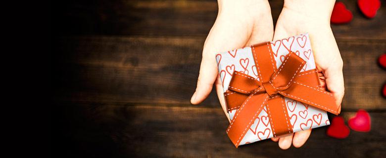 Câştigaţi un cadou pentru persoana iubită!